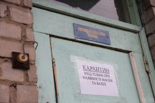 Коронавирус в Черновцах: жители дома собрались на митинг под окнами от больного с требованиями