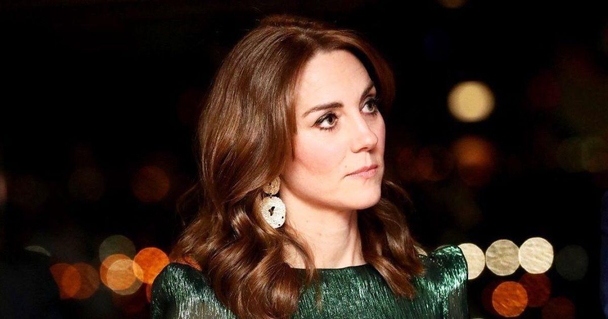 Роскошная Кейт Миддлтон в изумрудном платье продегустировала ирландское пиво
