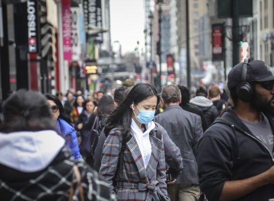 """""""Це нас шокує"""": у Нью-Йорку заявили, що більшість нових інфікованих коронавірусом пацієнтів залишалася вдома"""