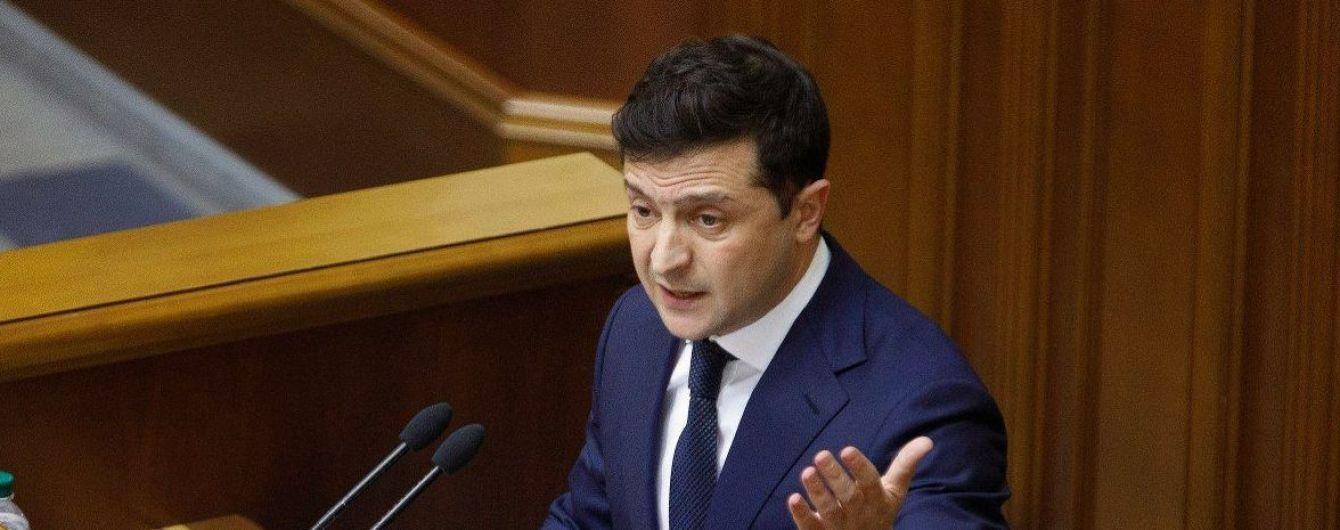 Зеленский переговорил с главами фракций и групп, сообщил дату внеочередного заседания Рады
