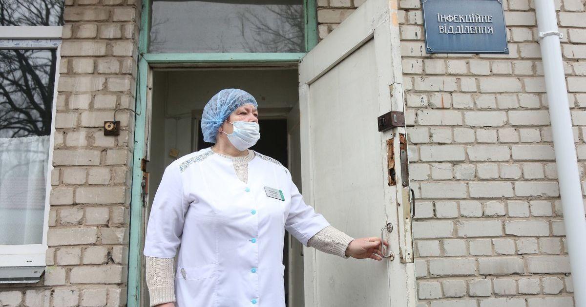 У лікарні Чуднова спалах коронавірусу: недугу підхопили 28 медичних працівників