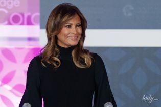 Скромно, але зі смаком: Меланія Трамп у чорній сукні вручила нагороди жінкам за мужність
