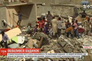 У Пакистані обвалився п'ятиповерховий будинок: 10 людей загинули