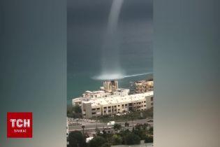 В Ливане очевидцы сняли зрелищный торнадо на воде