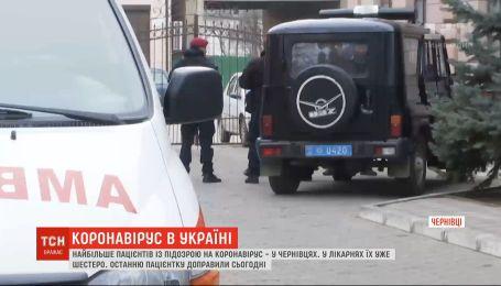 Коронавирус в Украине: в Хмельницком госпитализировали священника, а в Черновцах - 6 с подозрением