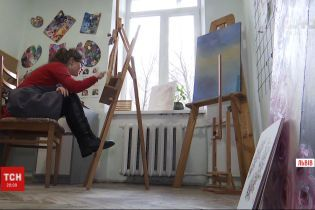 """Солнечная художница: как картины девочки с синдромом Дауна """"оживают"""" на платках"""