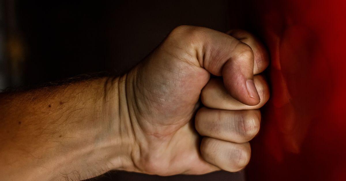 У Запоріжжі четверо чоловіків відлупцювали депутата