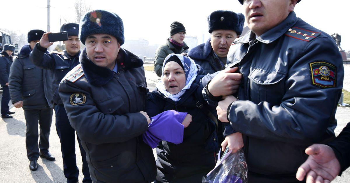 Киргизстан, Бішкек. На акції відбулися арешти @ Associated Press