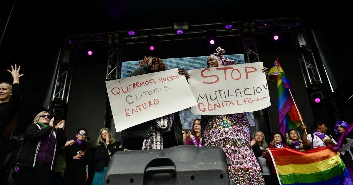"""Іспанія, Паплона. Активістки з Малі та Бісау виступають проти """"жіночого обрізання"""" @ Associated Press"""