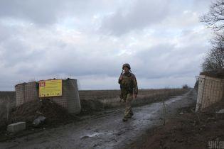 Оккупанты трижды открывали огонь, трое украинских воинов подорвались на взрывчатке — война в Донбассе