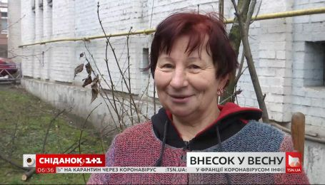 На Подолі жінка висаджує проліски перед будинком – інтерв'ю