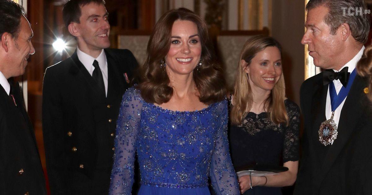Кейт Миддлтон в блестящем сапфировом платье провела мероприятие в резиденции Елизаветы II