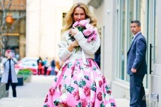Женщина-весна: яркая Селин Дион вышла на улицы Нью-Йорка в цветочном платье за 8900 долларов