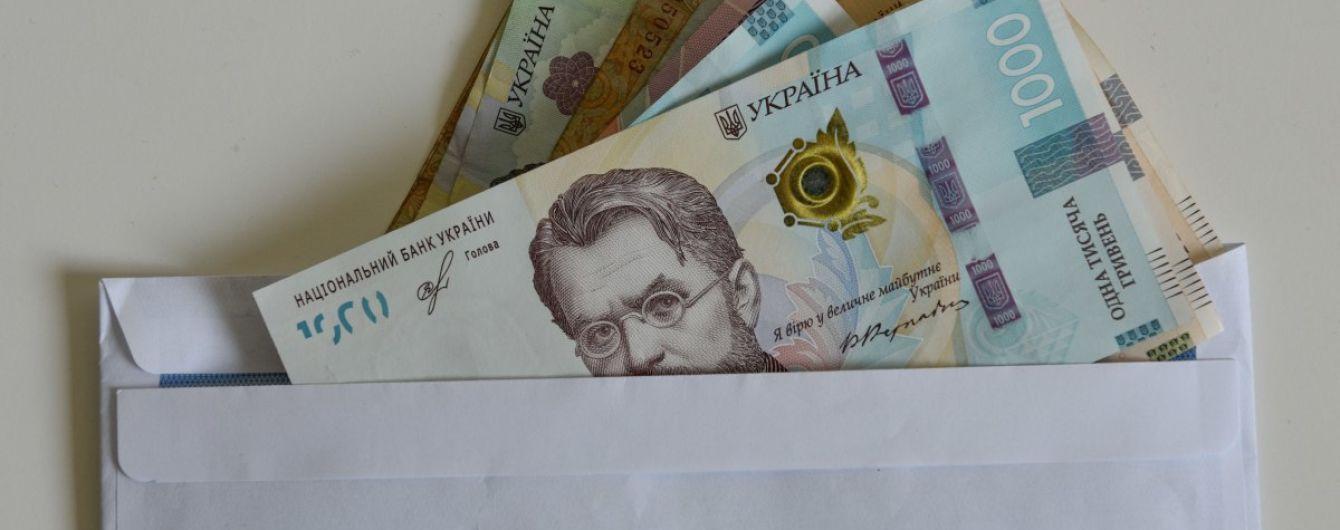 Зеленский поручил правительству повысить минимальную зарплату: когда украинцам будут платить больше
