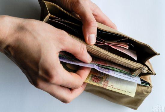 Уряд ухвалив рішення про збільшення зарплат медикам до 70%