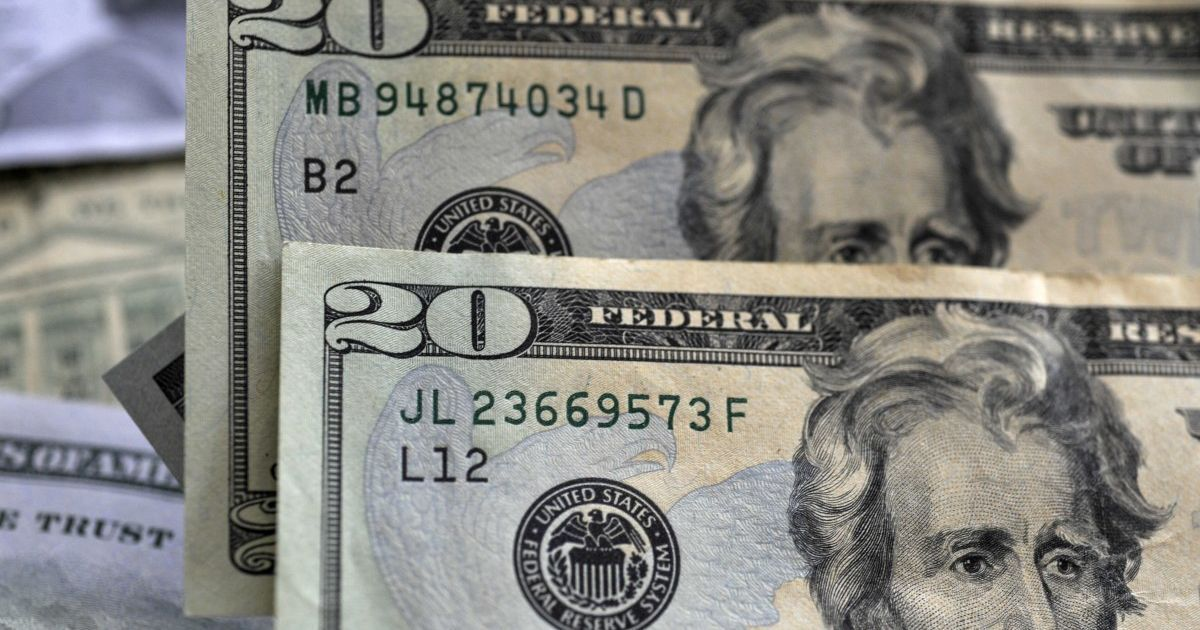 Курс валют на 2 декабря: сколько стоят доллар и евро