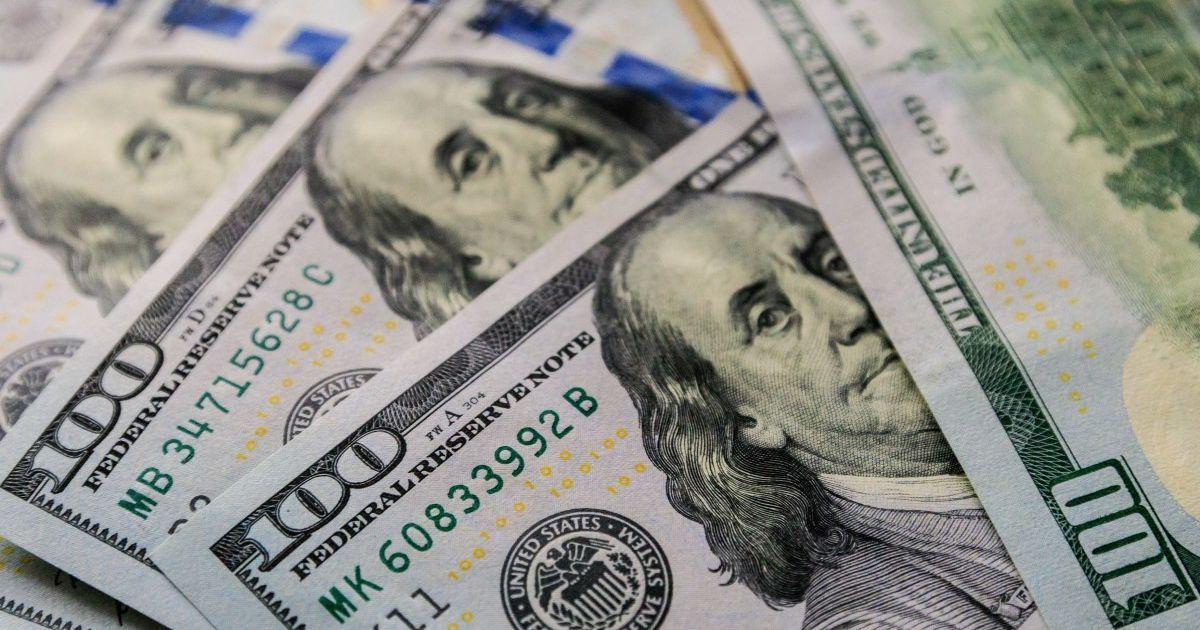 Курс валют на 14 квітня: скільки коштують долар і євро