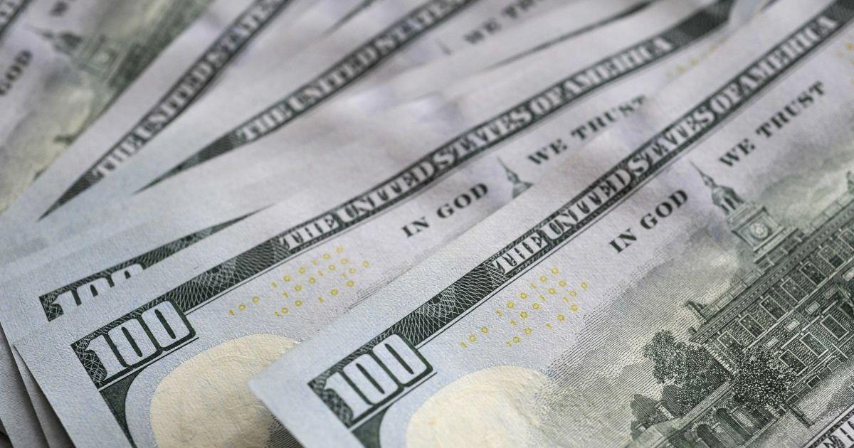 Курс валют на 15 квітня: скільки коштують долар і євро