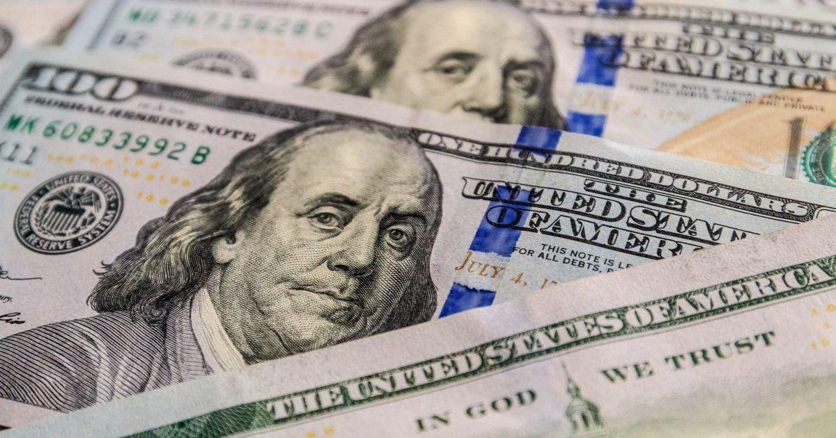 Курс валют на 21 квітня: скільки коштують долар і євро