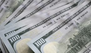 Курс валют на 15 апреля: сколько стоят доллар и евро