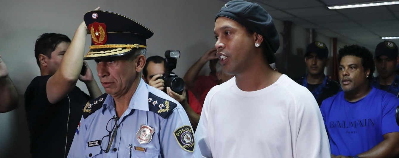 В Сети появилось фото Роналдиньо в тюрьме, он загремел туда из-за фейкового паспорта