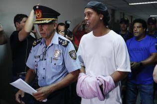 У Мережі з'явилося фото Роналдіньо у в'язниці, він загримів туди через фейковий паспорт
