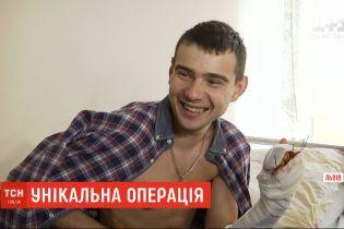 Унікальна операція: у Львові хірурги пришили пацієнтові кінцівку, яка трималася на шкірі