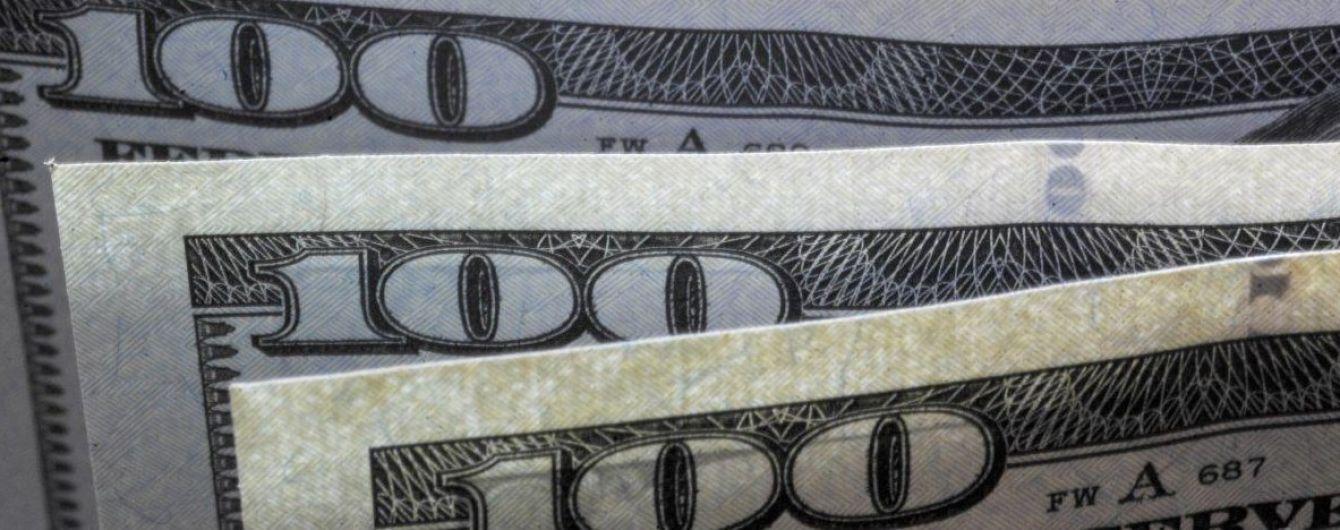 НБУ вперше за останні тижні не проводив валютні інтервенції й пообіцяв прибуття готівкових доларів