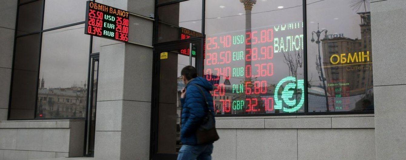 Березневий обвал. Експерт пояснив, чому падає гривня та на який курс долара слід чекати українцям