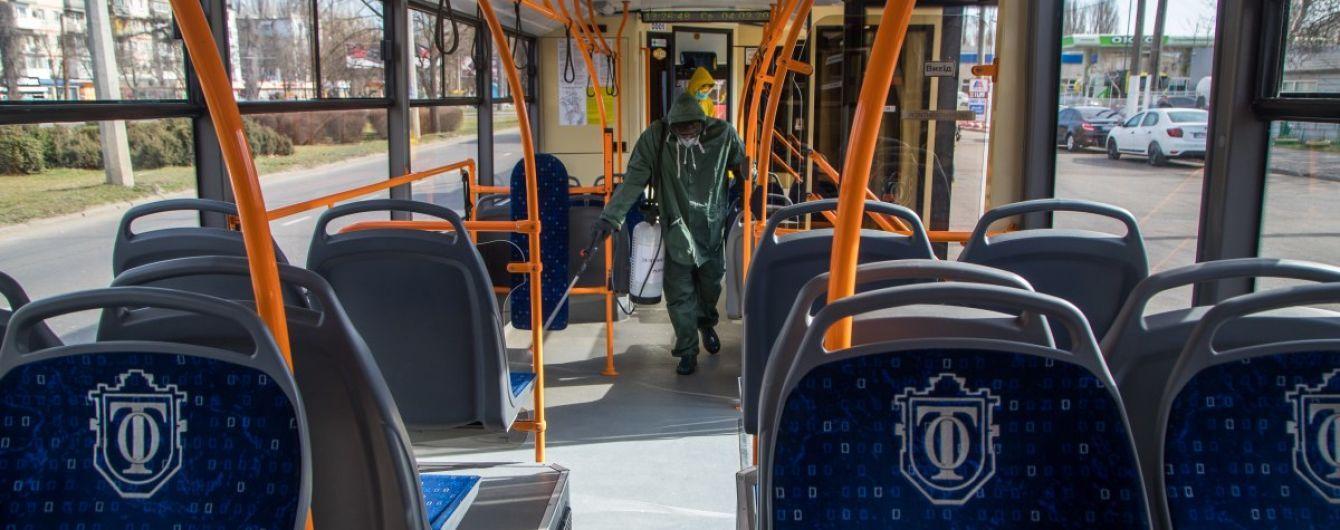 У Києві до громадського транспорту впускатимуть тільки за спецперепустками