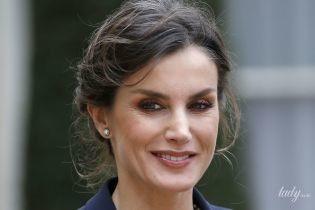 Перестала закрашивать седину: королева Летиция на мероприятии в Париже
