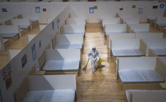 Коронавірус в Китаї: в Ухані закрили усі тимчасові лікарні, де лікували інфікованих COVID-19