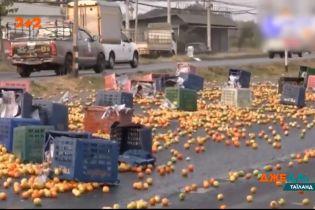 У Таїланді водій вантажівки заснув за кермом і протаранив декілька автівок