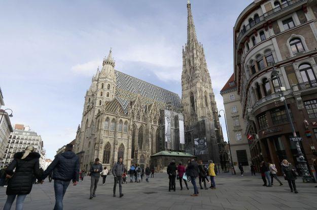 Австрія вперше за п'ять місяців відновить роботу ресторанів і готелів: деталі