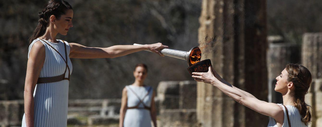 В Греции зажгли олимпийский огонь Игр-2020: церемония состоялась без зрителей