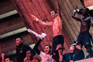 Футболисты ПСЖ феерично отпраздновали выход в четвертьфинал Лиги чемпионов с фанатами, которых не пустили на стадион