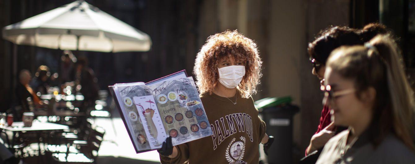 """""""Делились сигаретами и виски"""": в Таиланде 13 человек подхватили коронавирусную инфекцию на вечеринке"""