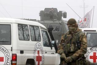 """Військові """"закрили"""" в'їзди і виїзди зони ООС через коронавірус"""
