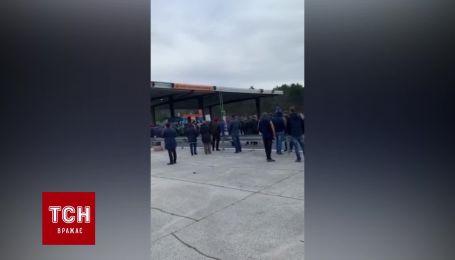 На границе со Словенией возмущенные водители перекрывают въезд в пункт пропуска