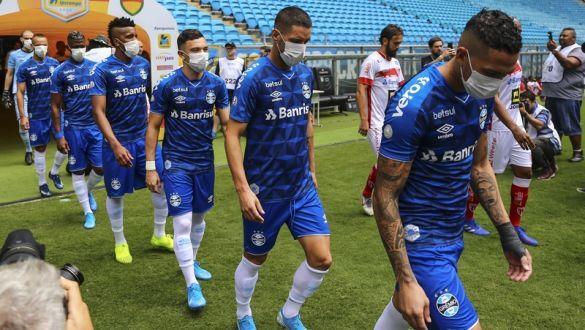 Футболісти Греміо в масках