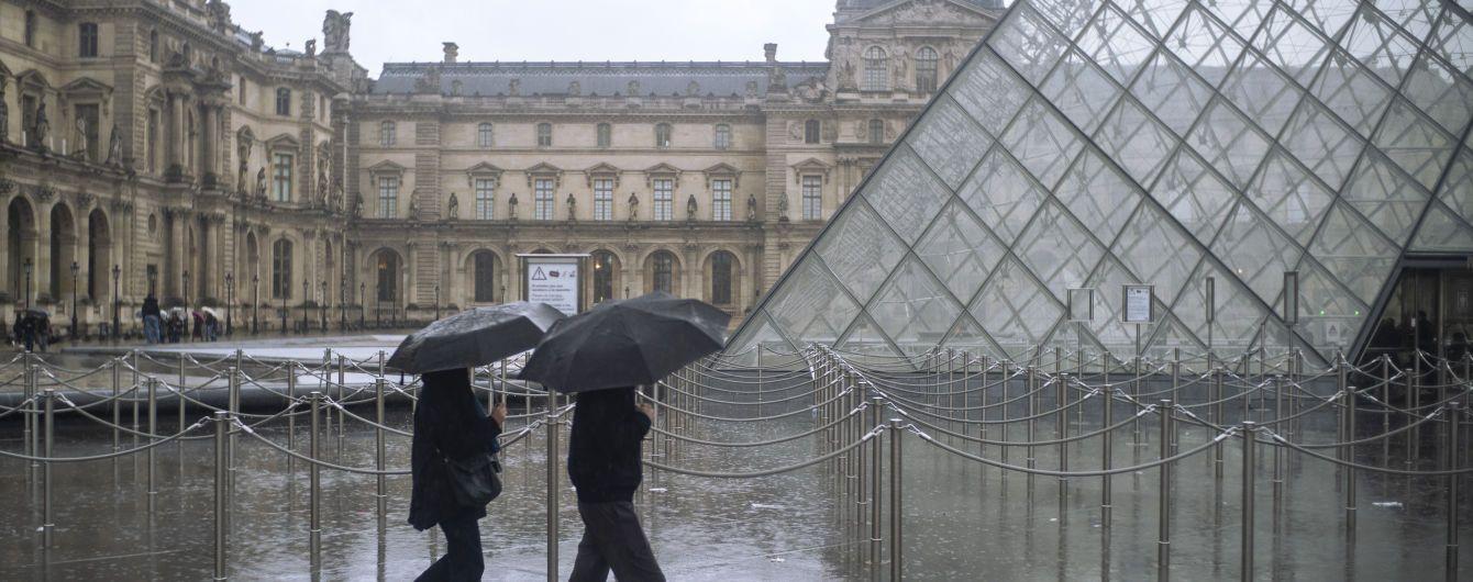 В Париже после четырехмесячного перерыва открылся Лувр