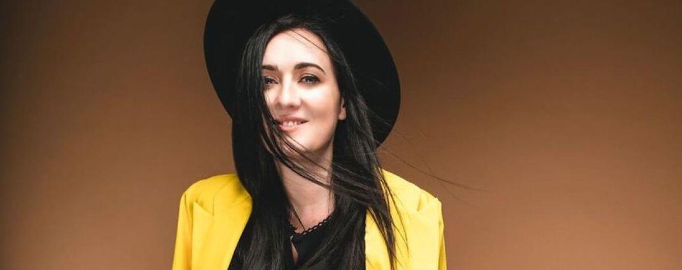 У капелюсі і жовтому жакеті: стильна Соломія Вітвіцька дала пораду, чим зайнятися під час карантину