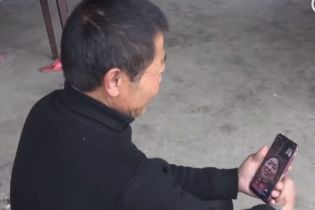 Китаец благодаря коронавирусу смог вспомнить свою семью после 30-летнего провала в памяти