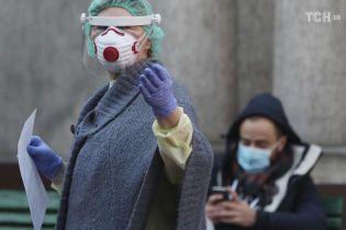 У Запоріжжі виписали з лікарні жінку, яка одужала після коронавірусу
