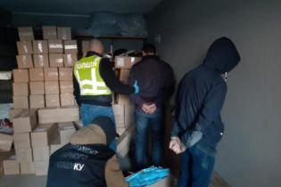 В Киеве поймали банду, которая с оружием похитила 100 тысяч медицинских масок