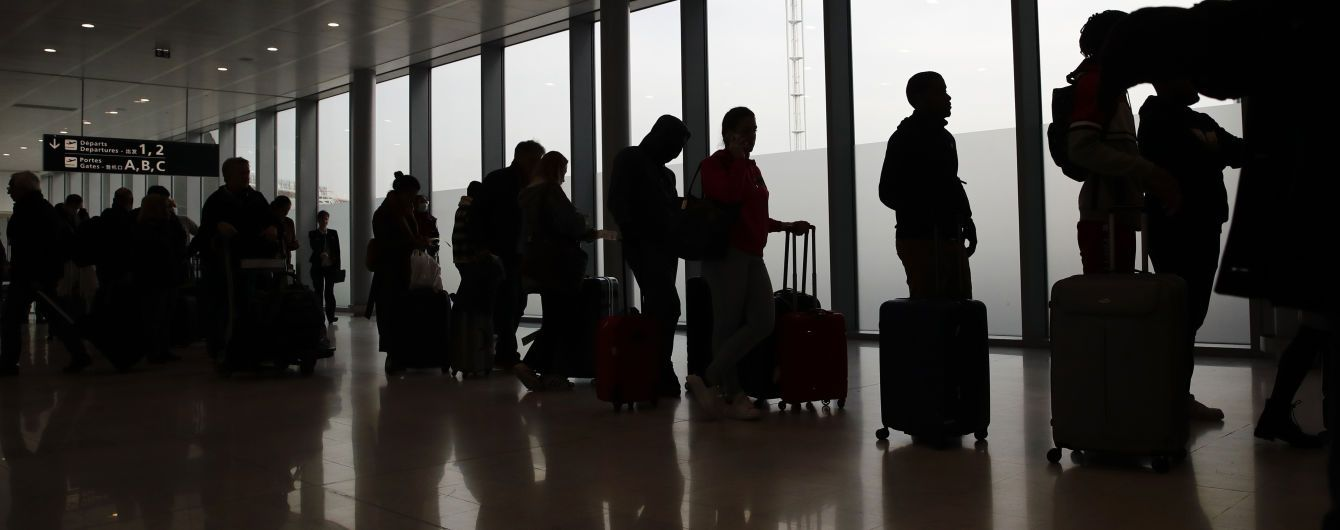 Авіакомпаніям можуть заборонити продавати квитки до країн, які не пропускають українців