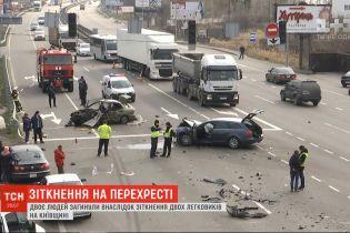 Два человека погибли в результате столкновения двух легковых автомобилей в Киевской области