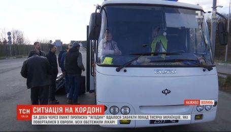 К украинской-польской границе продолжают прибывать украинцы, которые не успели выехать