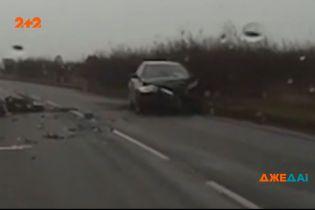 У Великій Британії водій заснув за кермом та спричинив страшну аварію