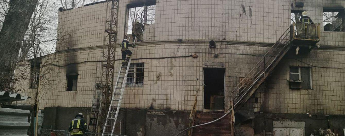 У Києві двоє людей загинули у пожежі на покинутій базі відпочинку